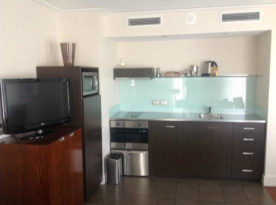 Bolton Hotel Wellington : Kitchen in 1-Bedroom Suite