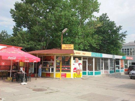 Vitosha Park Hotel: Кафешки рядом с отелем