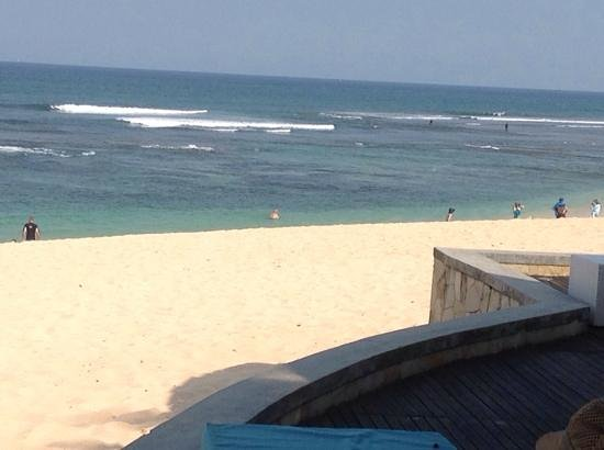 Hilton Bali Resort: Part of the stunning beach in front of the poolside/beach bar and restaurant