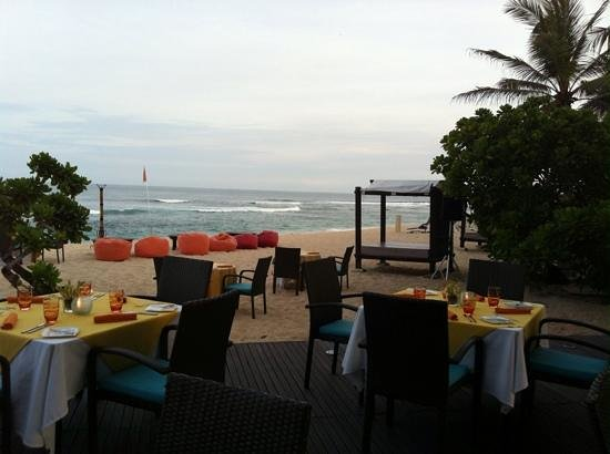 Hilton Bali Resort: Seafood buffet and toes in the sand on a balmy Bali night