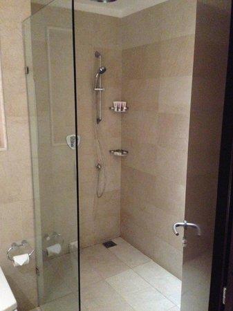 WelcomHotel Dwarka: Bathroom