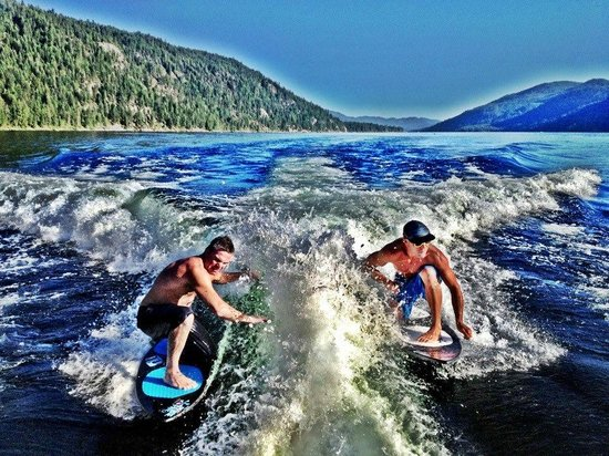 Christina Lake Marina: Double wake surfing Chrisitna Lake