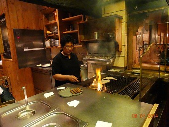Zum Posthorn: Национальные колбаски готовит...
