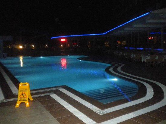 Dinler Hotels - Alanya: Бассейн основной, еще есть детский с горкой