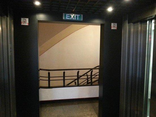 Hotel SERHS Rivoli Rambla: Лифт