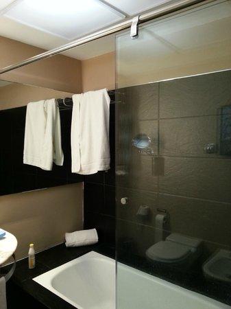 Hotel SERHS Rivoli Rambla: Ванная