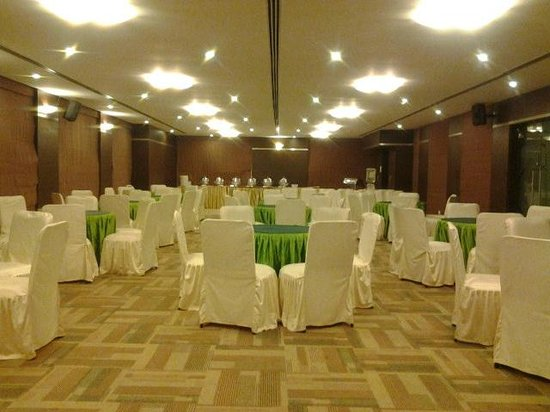 The Verda Saffron: Party Hall