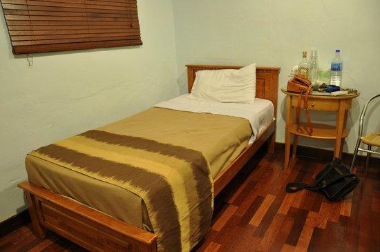 Red Inn Cabana : Family Room (3 Adult)