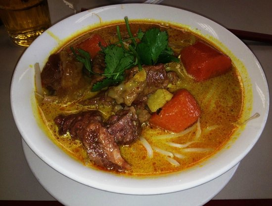 Au Petit Café: Curry Beef Brisket Noodles