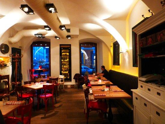 Pest-Buda Bistro: Cozy atmosphere