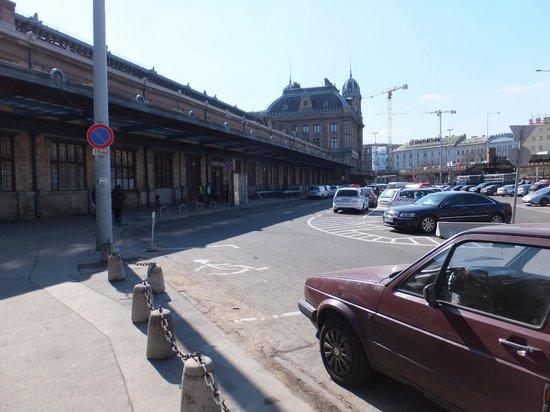 Budapest Western Railway Station: 駐車場(アイリスの爆破シーン)