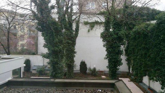 Mercure Hotel München Schwabing: Vue sur jardin intérieur
