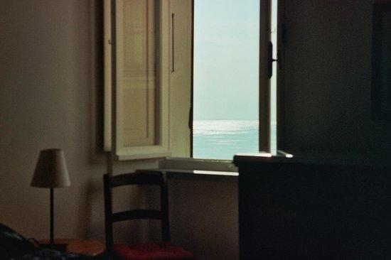B&B and Apartments Da Baranin : Da Baranin, номер-студио, окно и вид на море