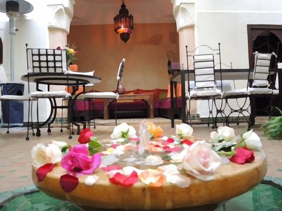 Riad Dar Dialkoum : patio fleuri