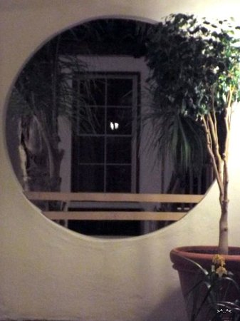 Best Western Plus Hacienda Hotel Old Town: Roud Window