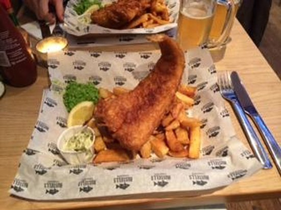 Russell's Fish & Chips: Fish and chips!!!