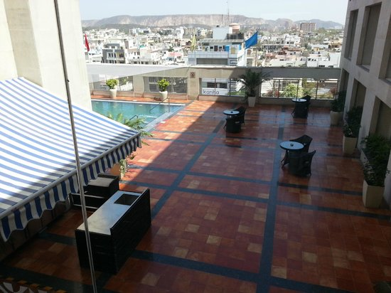 Four Points by Sheraton Jaipur, City Square : Must go for a swim!