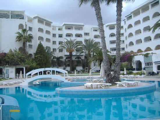 Sol Azur Beach Hotel: pool and hotel