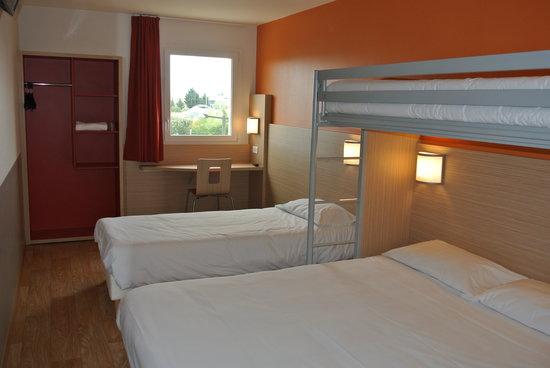 Chambre familiale 4 personnes photo de premiere classe - Hotel paris chambre 4 personnes ...