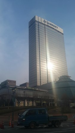 JW Marriott Hotel Seoul: click from outside