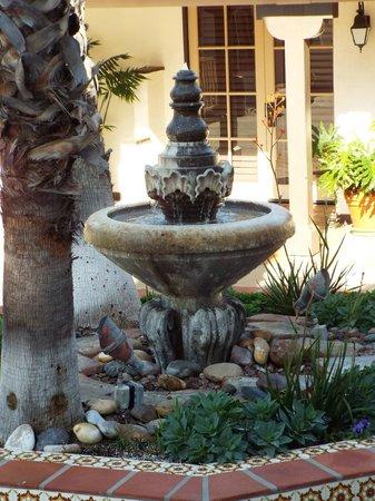 BEST WESTERN PLUS Hacienda Hotel Old Town : Plaza Fountain