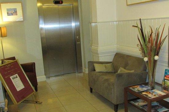 Hotel Sophia: Lift Lobby