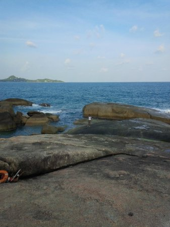Hin Ta & Hin Yai Rocks: View from Hin Yai Stone to the north/east