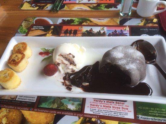Art Cafe Sanur: Chocolate lava cake ***drools***