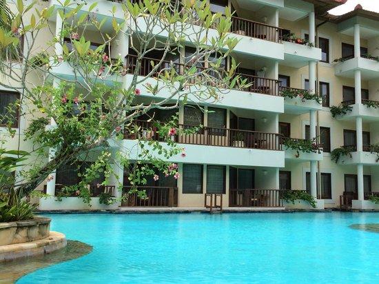 The Laguna, a Luxury Collection Resort & Spa: вид на корпус отеля