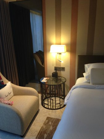 DoubleTree by Hilton Sukhumvit Bangkok : The bedroom