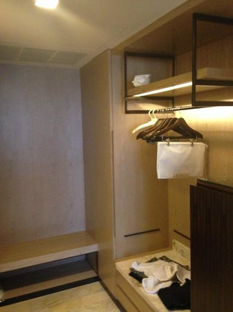 DoubleTree by Hilton Sukhumvit Bangkok: The bedroom