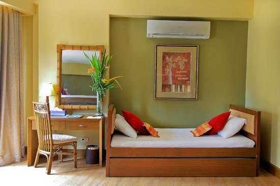 Best Western Boracay Tropics Resort : Dorm Room Pull out bed