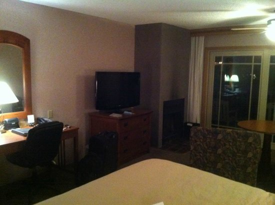 Cavalier Oceanfront Resort: room
