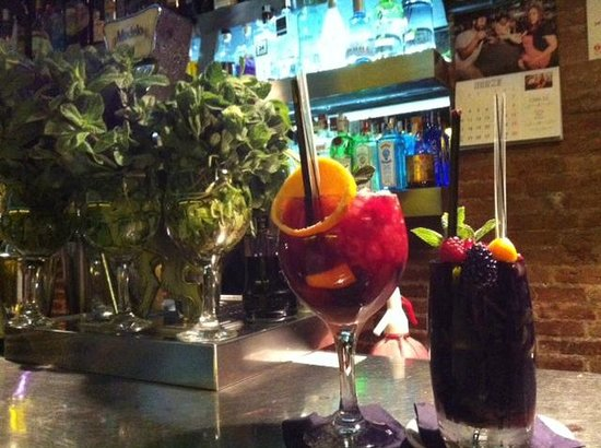 Cera 23: Sangria and blackberry mojito