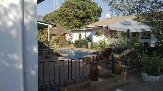 Tabonina Guesthouse: Piscine