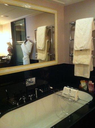 Hôtel Barrière Le Fouquet's Paris : bath room
