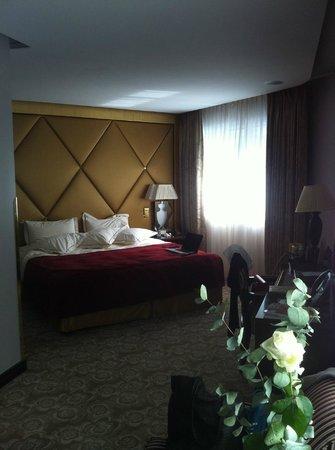 Hôtel Barrière Le Fouquet's Paris : bed