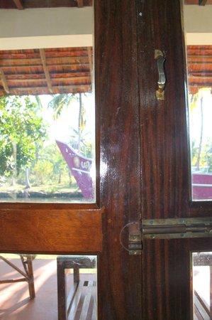 Coir Village Lake Resort: Broken furniture