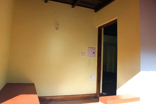 Coir Village Lake Resort: Dirty Room