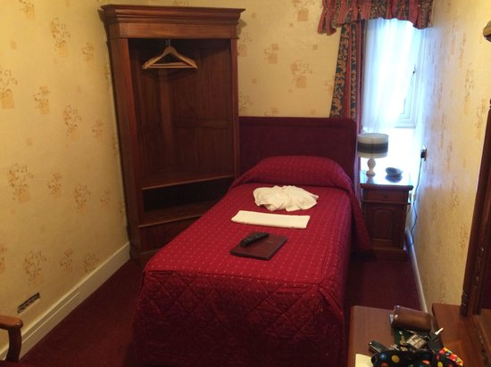 Howden Court Hotel : My single room whilst staying here. Lovely size and very clean