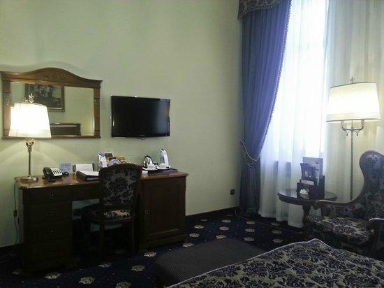 Premier Palace Hotel: Номер.