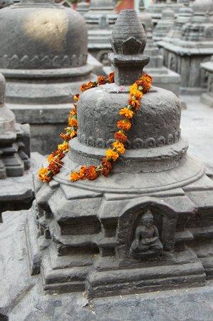 Swayambhunath-Tempelkomplex: Prayer stones at Swayambhunath