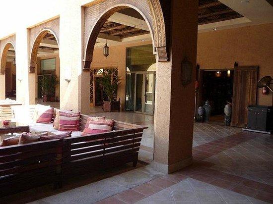 Sofitel Agadir Royal Bay Resort: внутренний дворик