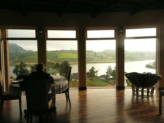 Villa Acacia: Wohn- und Speisezimmer