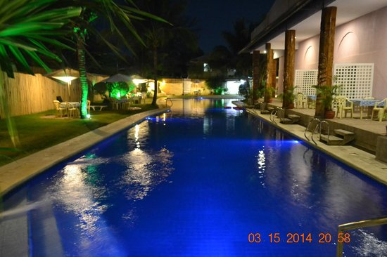 Wild Orchid Beach Resort Subic Bay : the pool at night