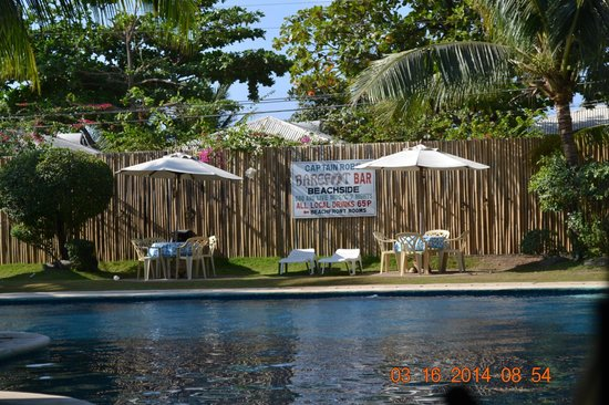 Wild Orchid Beach Resort : the pool area