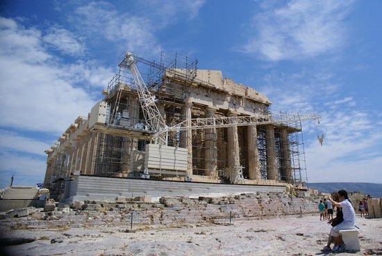 Acrópolis: Акрополь в строительных лесах