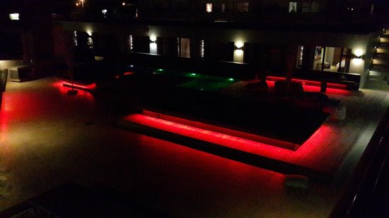 Windtown Lagoon Hotel: Pool at Night, light changes color.
