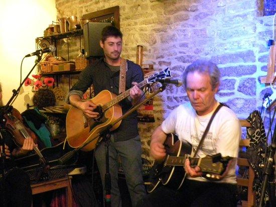 Au Petit Bonheur : chris jagger a curtil vergy ,olivier a la guitare