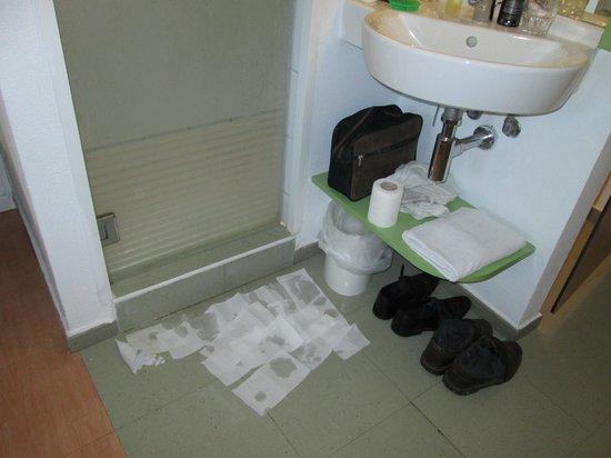 Ibis Budget El Jadida : la fuite de l'eau de ladouche des chambres